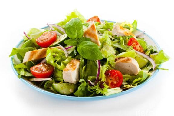 Салат с филе курицы и с овощами - рецепт с фото