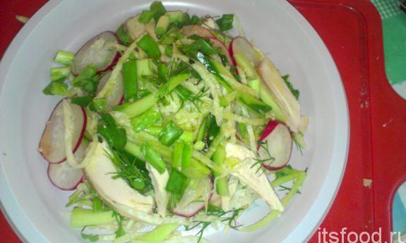 Салат из зеленой редьки с курицей