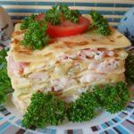 Слоеная закуска из омлета с сыром и ветчиной