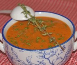 Суп-пюре из печеных овощей с жареной рыбой
