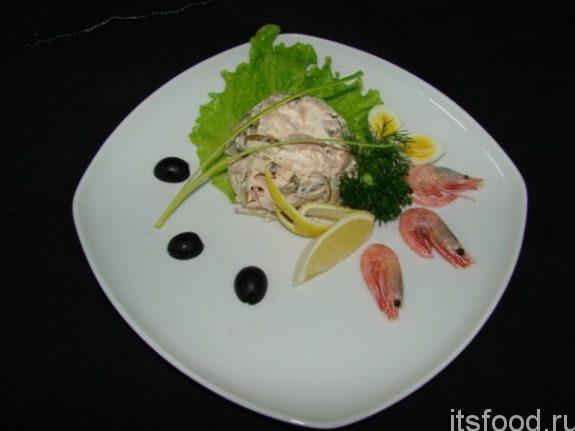 Салат из курицы и кальмаров