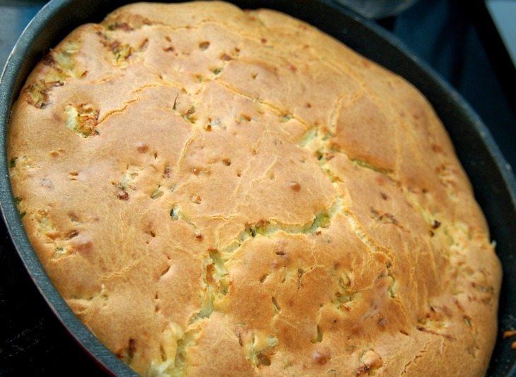 наливной пирог на майонезе с капустой