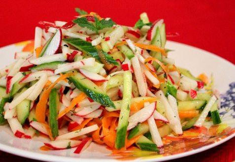Постный салат с огурцами