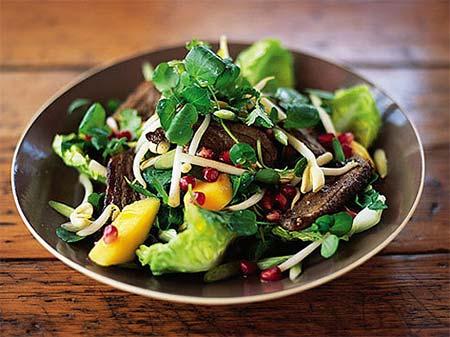 Салат с мясом утки и имбирем