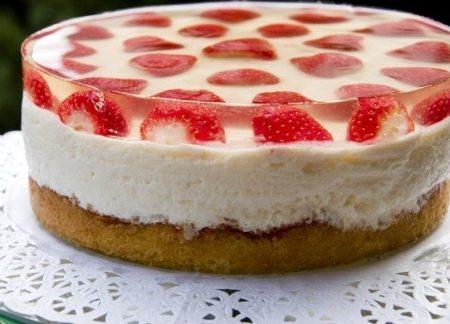 Торт клубнично - сливочный