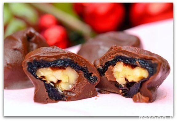Рецепт конфет с черносливом и грецким орехом в шоколаде в домашних условиях