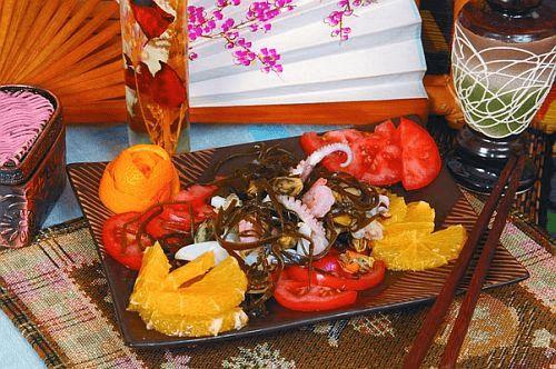 Морской салат с апельсином
