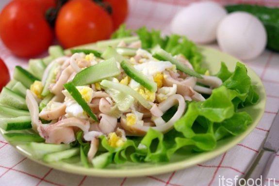 Салат с кальмарами и яйцом - самый вкусный пошаговый рецепт с фото