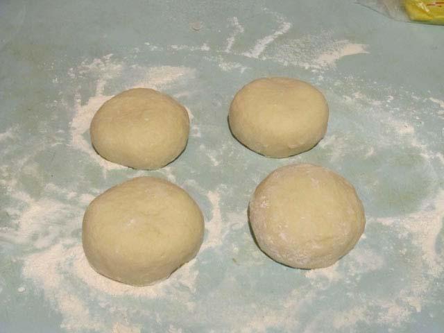 Тесто для пиццы на воде с дрожжами с пошагово