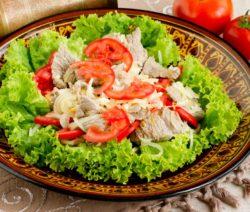 Салат с маринованными шампиньонами и курицей - очень вкусный рецепт с фото