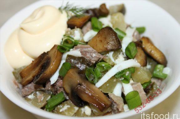 Салат с шампиньонами и курицей: рецепт