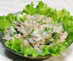 Салат с курицей и луком
