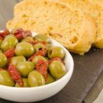 Оливки и маслины: польза и вред