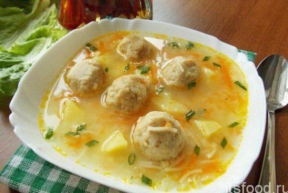 Суп с овощами и шариками из сыра