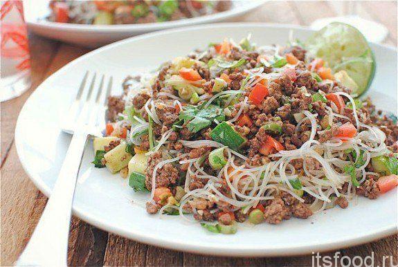 Вермишель с острой говядиной и овощами