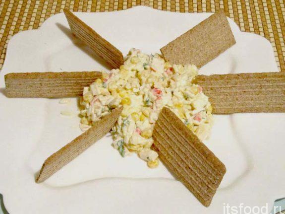 Как приготовить крабовый салат с рисом и кукурузой