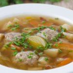 sup s frikadelkami i gribami