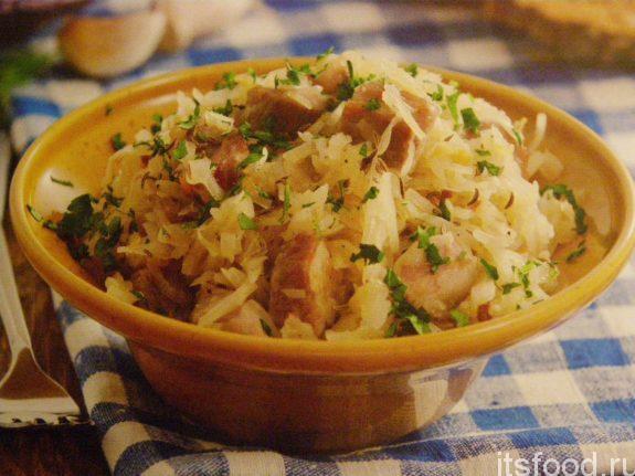 Салат с квашеной капустой и грибами