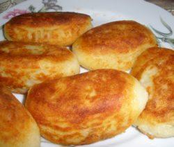 Картофельные котлеты из пюре с ветчиной и сыром - пошаговый  рецепт с фото