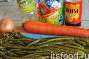 Промоем и почистим морковь с луком, приготовим остальные компоненты блюда.