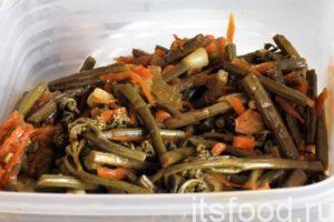 Закуска «Папоротник по-корейски» готова. Это блюдо можно употреблять в горячем или холодном виде.
