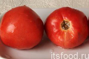 Промоем парочку свежих помидоров для томатной подливы.