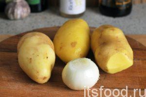 Подготовленный заранее (промытый и очищенный) картофель и лук будет приготовлен как гарнир к рыбе.