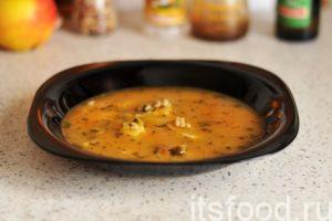 Консервированный рассольник готов. Разливаем его по глубоким тарелкам и подаем на стол. Если для приготовления рассольника использовать любой мясной бульон, мы получим полноценный сытный суп.