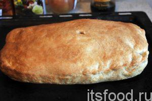 Время подошло. Вынимаем готовый пирог с луком и яйцом из духовки и даем ему остыть.
