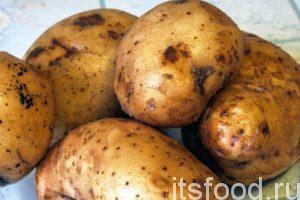 Для приготовления картошки с мясом на сковороде по рецепту нам потребуется 45 минут: Выберем более-менее целые клубни картофеля и хорошенько промоем их.