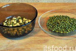 Можно наладить процесс проращивания фасоли в течение всей зимы, когда есть объективная нехватка витаминов и других веществ. Маш замачивается в небольших тарелках обычной холодной водой. Через 1-2 дня зеленая фасоль прорастает. Ее нужно употребить в пищу, а в этой емкости замочить еще одну партию уникальных бобов.
