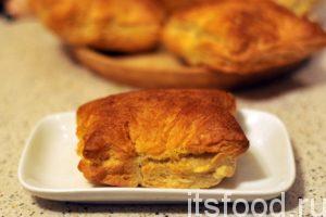 Пирожки с луком и яйцом, приготовленные в духовке хороши в любое время дня. При желании их всегда можно разогреть.