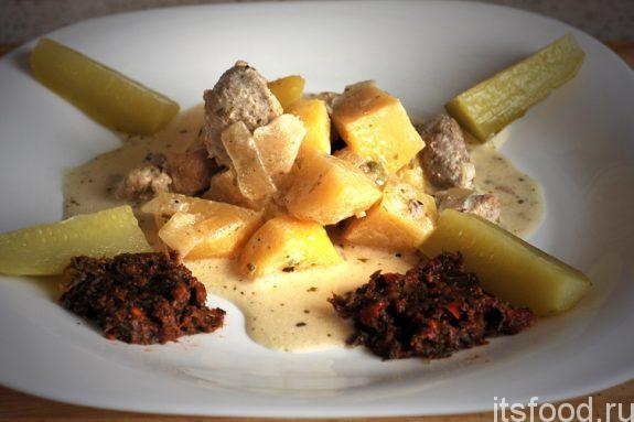 Картошка с мясом на сковороде