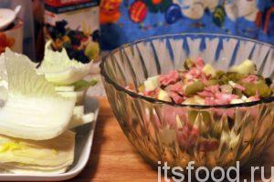 Переложим содержимое емкости блендера в большой салатник.