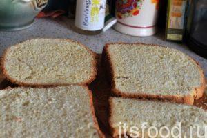 Острым ножом нарежем хлеб на тонкие ломти. Желательна толщина 1 сантиметр или менее 1 см.