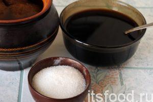 Ферментированный ржаной солод продается для любителей домашнего хлебопечения. Достаточно по одной чайной ложке такого солода на 3 литра сусла, его цвет будет намного темнее, плюс, наблюдается усиление хлебного аромата. Заварим солод горячим суслом и разольем его по банкам.