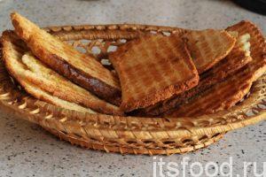 Хлебцы в домашних условиях по рецептам альпинистов готовы. Когда они остыли, их можно переложить в плетеную вазочку и подавать на стол вместе с чаем, кофе или молоком.