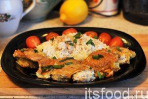 Рыба в кляре по нашему пошаговому рецепту с фото готова. Подаем ее с гарниром (рис, картофель). Хорошее добавление к такой рыбе – это качественный соевый соус. Украшаем блюдо нарезкой зелени и свежими овощами.