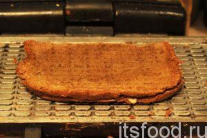 Готовый чизбургер в домашних условиях имеет аромат свежего испеченного хлеба, к которому подмешивается запах сыра. Это идеальные бутерброды для перекуса. Для удобства использования режем наши гамбургеры на 4 части и подаем их с чаем или кофе.