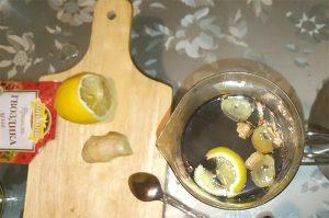 Залить кипятком и подождать пока заварится чай и добавленные дополнительные ингредиенты придадут чаю особенный вкус и аромат. Приятного аппетита!