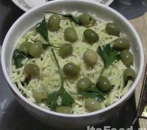 Полить сверху растительным маслом - оливковым, подсолнечным.