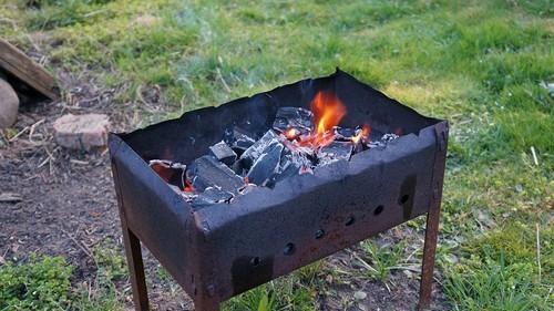 Как подкоптить мясо на обычном мангале