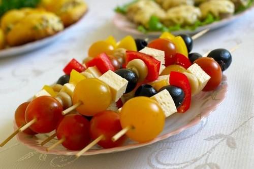 4 варианта замены колбасной нарезки на праздничный стол