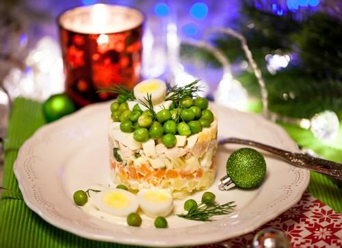 5 способов украсить салат на Новый год 2020