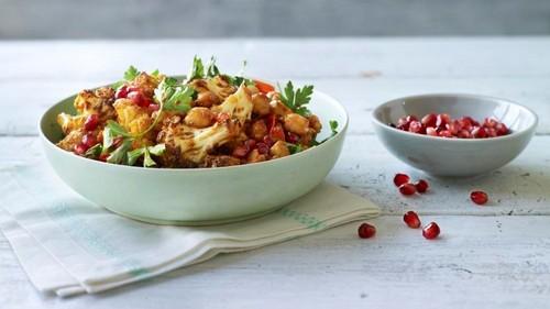 «Гранатовый браслет» и еще 5 рецептов салатов с гранатом