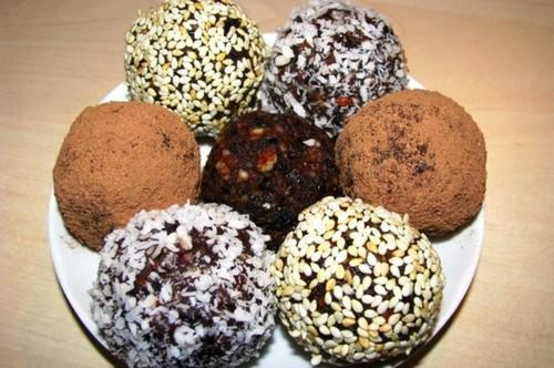 Домашние конфеты из сухофруктов: 4 рецепта