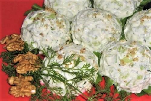 5 интересных блюд с маринованными огурцами на новогодний стол