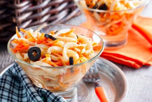 7 корейских салатов, которые разнообразят новогодний стол 2020