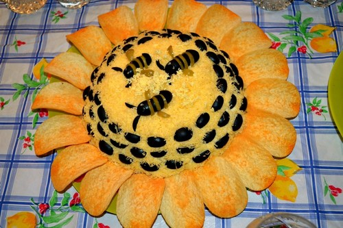 Салат «Подсолнух» - вариации рецепта и сервировки