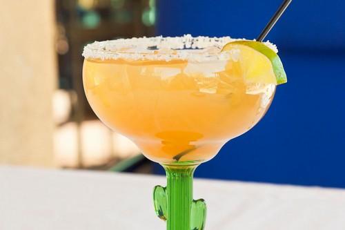 Топ-9 безалкогольных напитков к праздничному столу 2020